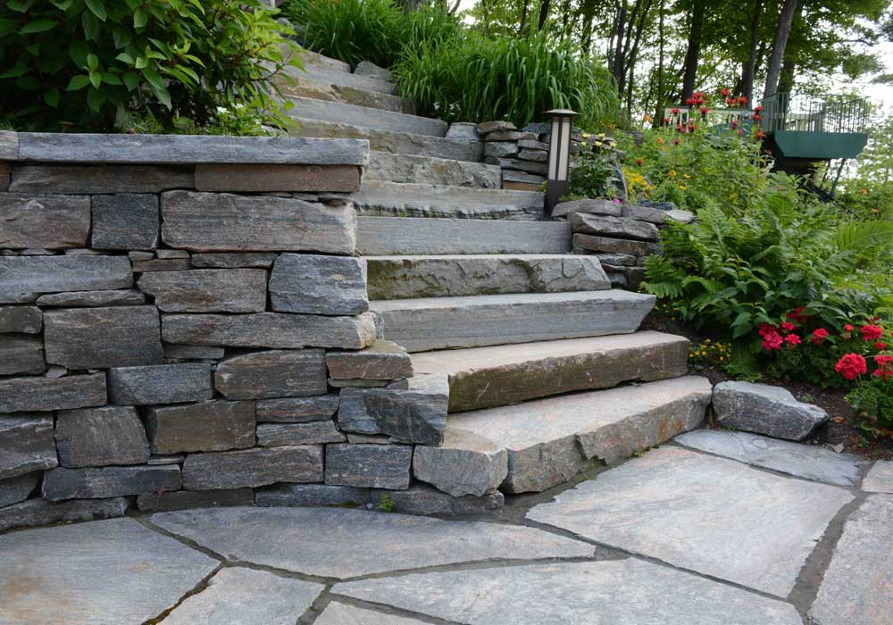 Dry Stack Retaining Wall with Muskoka Granite Stair Treads